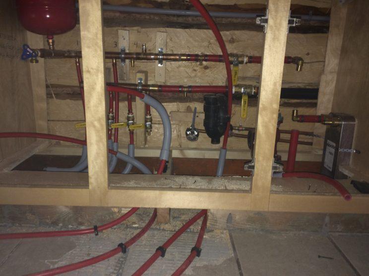 Radiant floor plumbing manifold for 2000 sq ft log cabin